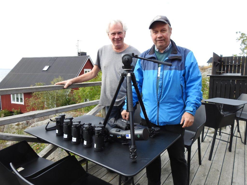 Åke Svedtilja och Tomas Viktor med optik på Landsort.